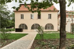 werichova vila pronajem zahrada kampa